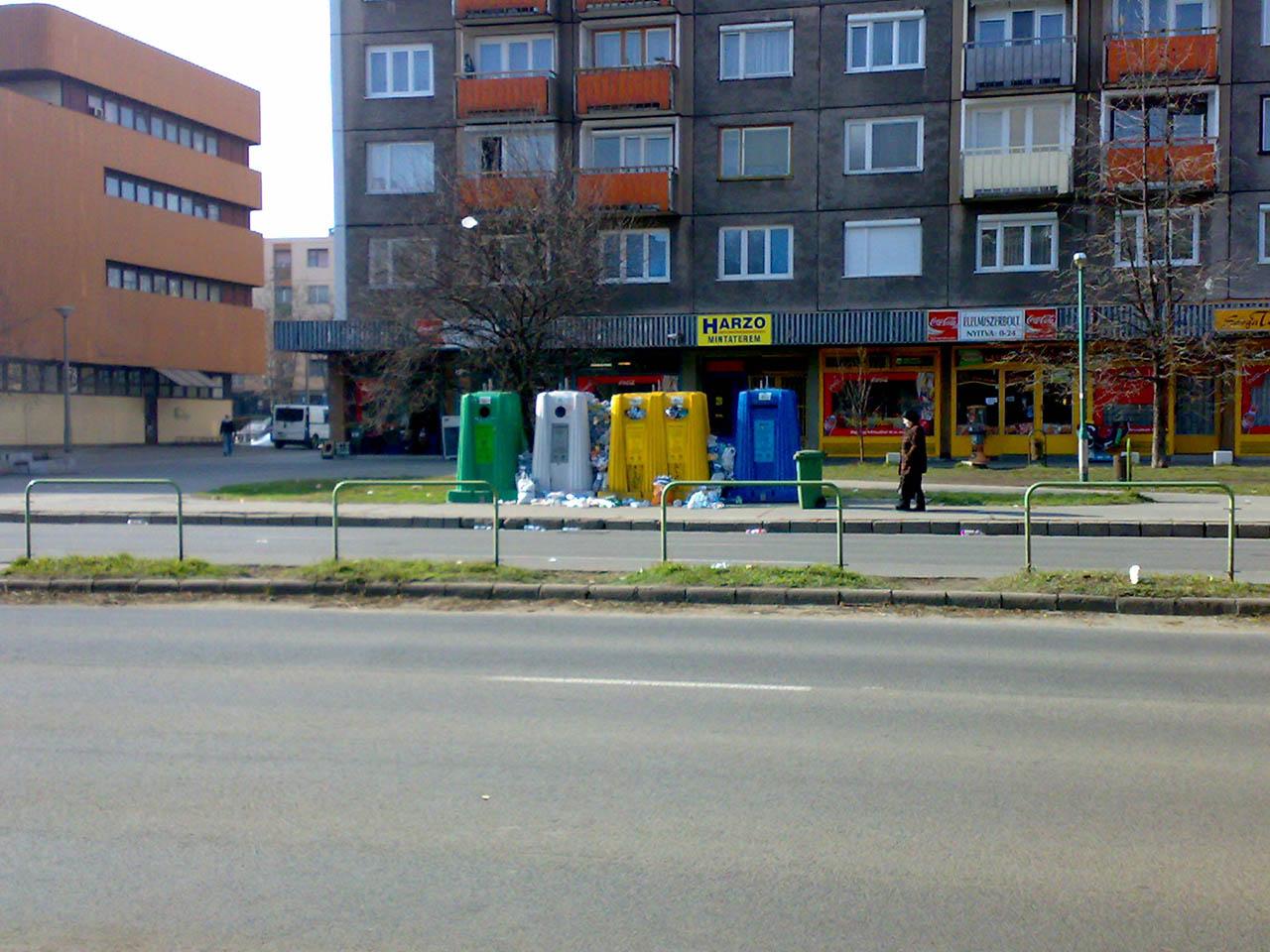 Főiskola Dunaújváros szelektív hulladék kuka