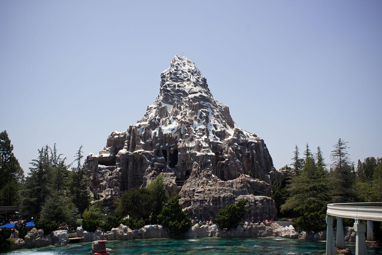 Matterhorn-Bobsleds-Disneyland-2012