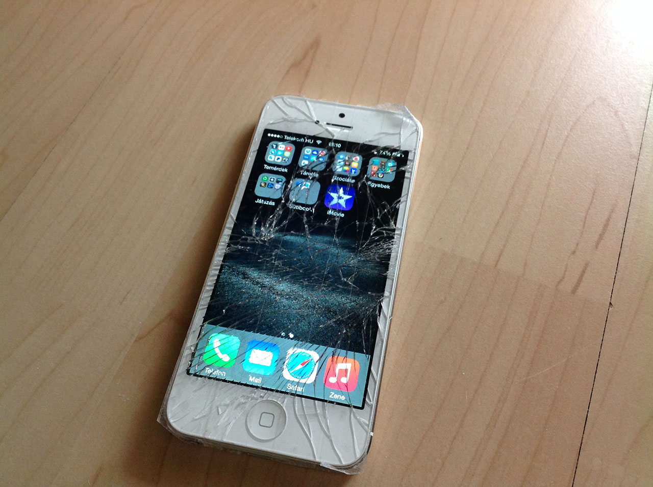 iphone-5-torott-kijelzo-gyorsjavitas-zsenialis