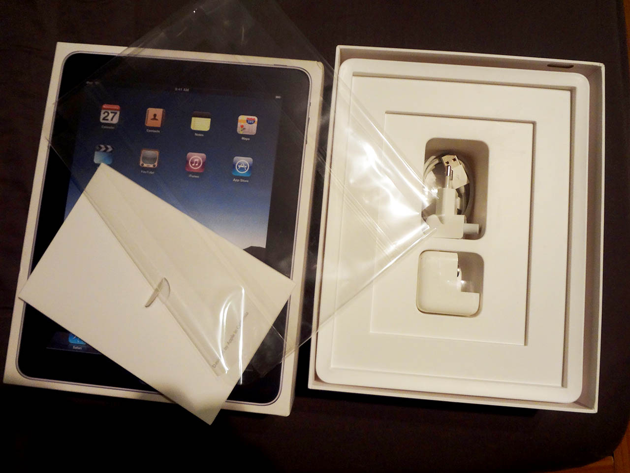 1st-gen-ipad-box-accessories